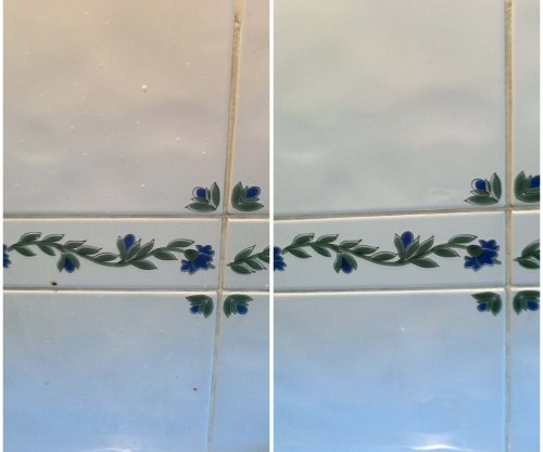 Kitchen tiles just above the cooker before and after cleaning with OzKleen