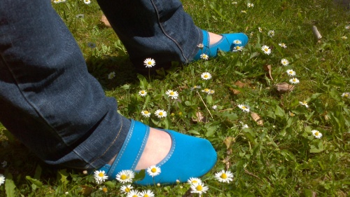 Perfect summer shoes. I just love this colour.