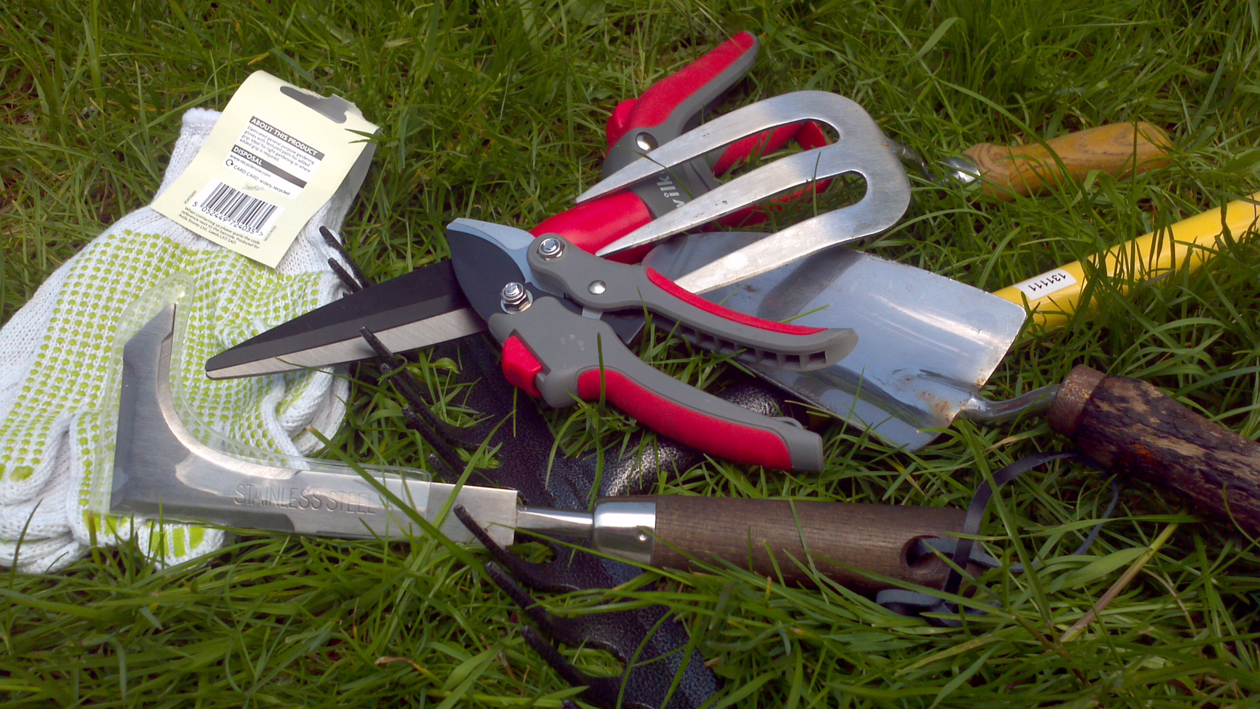 Battle the weeds gardening must haves bark time - Must tools small garden orchard ...