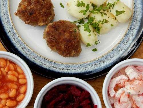 Kotlety Mielone – Polish Meatballs Serving suggestion