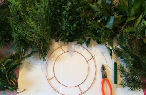 2. How To Make A Fresh Green Christmas Wreath